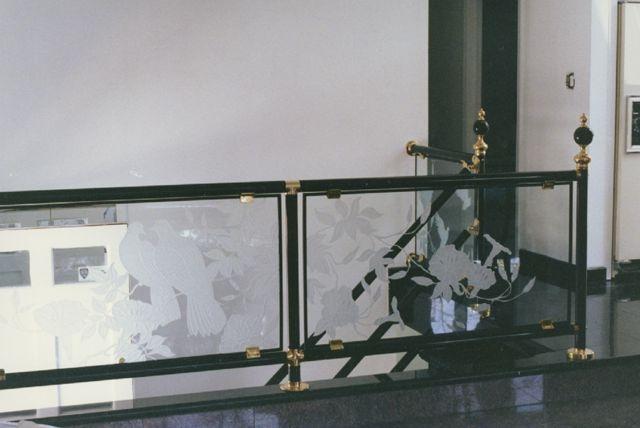 tranh kính cầu thang(7)