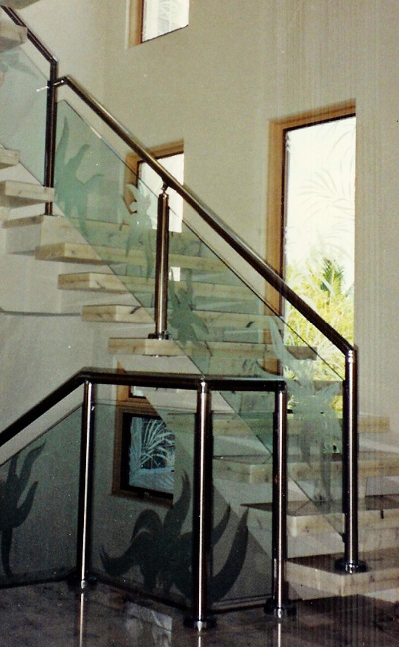 tranh kính cầu thang(9)